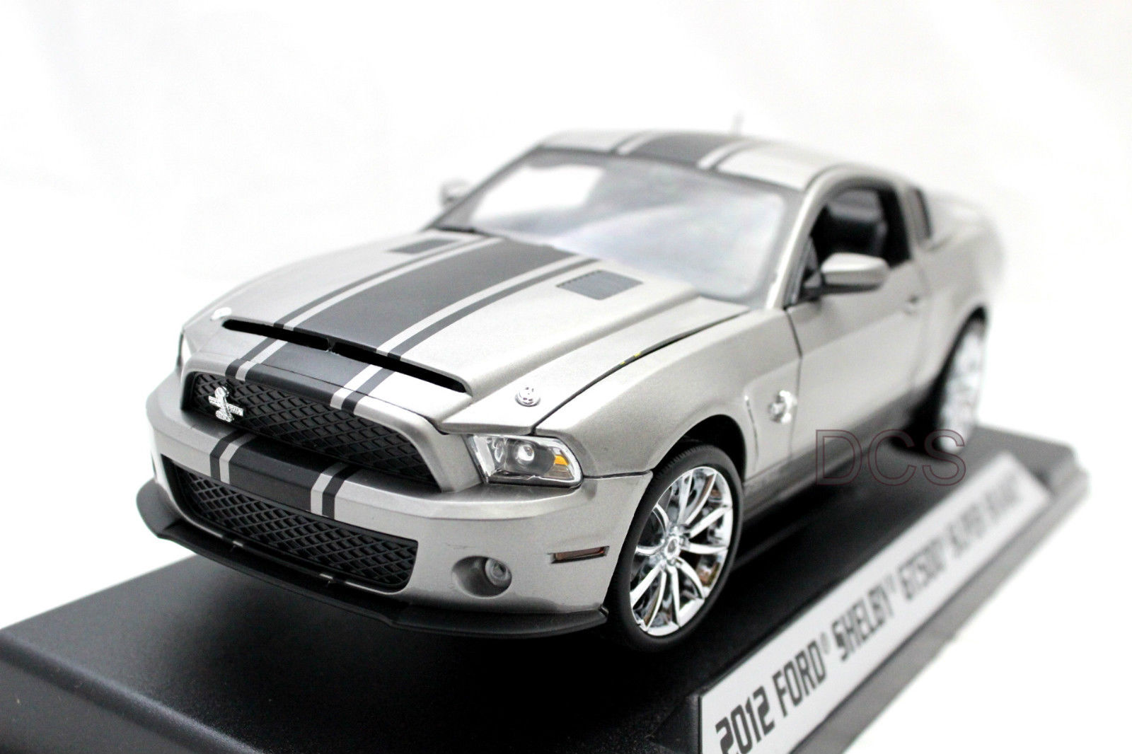 01370 SHELBY COLLECTIBLES FORD SHELBY GT500 SUPER SNAKE 2012