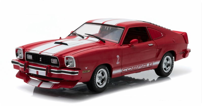 12940 GREENLIGHT GREENLIGHT 1/18 FORD Mustang II Cobra II 1978 red with white Stripes