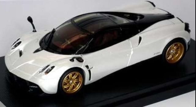41011 GT AUTOS WELLY PAGANI Huayra 2013 Metallic White/Black