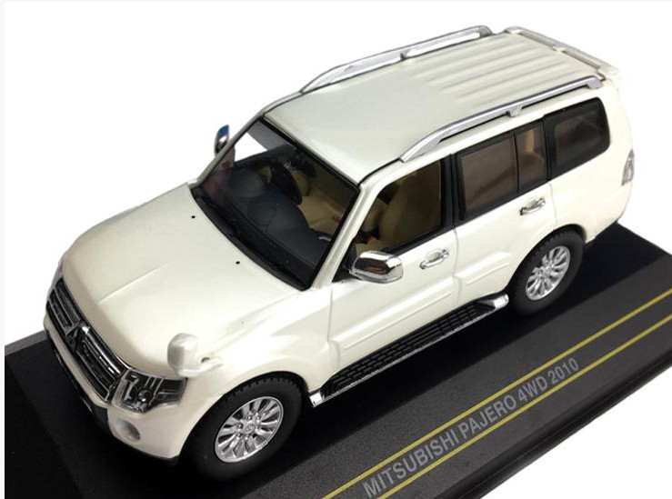 F43-075 14+ FIRST 43 MODELS FIRST 43 1/43 MITSUBISHI Pajero 4WD 2010 metallic white