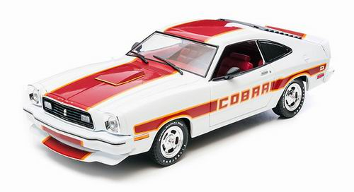 GL12866 GREENLIGHT Ford Mustang Cobra II - white/red stripes 1977