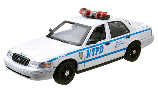 GL12876 GREENLIGHT Ford Crown Victoria Police Interceptor NYPD Interceptor (Lights and Sound)