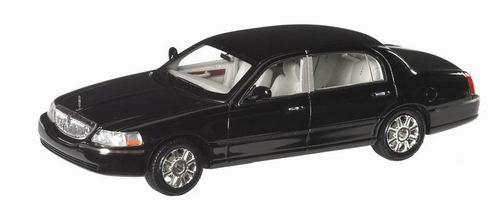 LC101379 LUXURY COLLECTIBLES LINCOLN TOWN CAR 2012 (black)