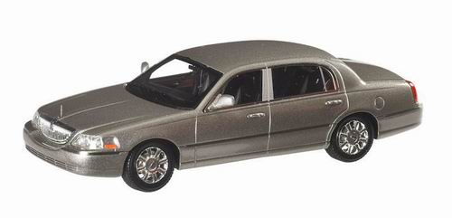 LC101522 LUXURY COLLECTIBLES LINCOLN TOWN CAR 2012 (silver birch met)