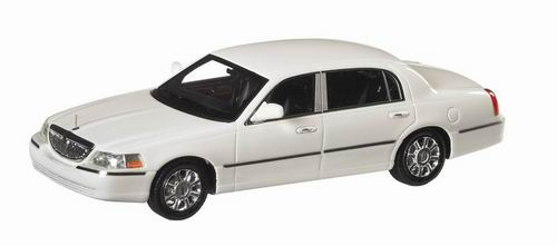 LC1015601 LUXURY COLLECTIBLES LINCOLN TOWN CAR 2012 (vibrant white)